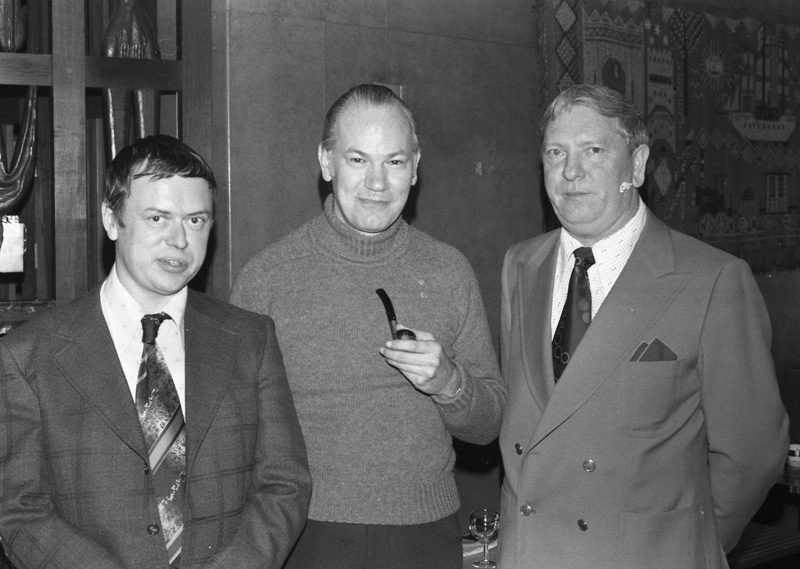 John Keel på Sverigebesök i oktober 1976. T v Thorvald Berthelsen, t h Carl-Axel Jonzon